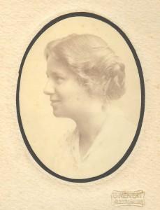 1911 etwa  Anna  Happach Porträt